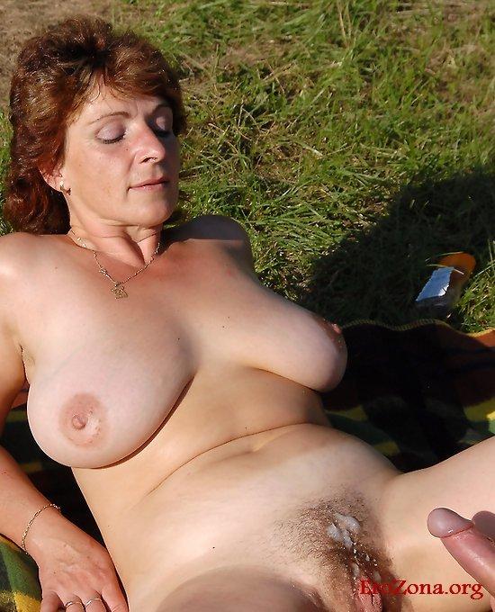 Сперма в пизде зрелых дам фото