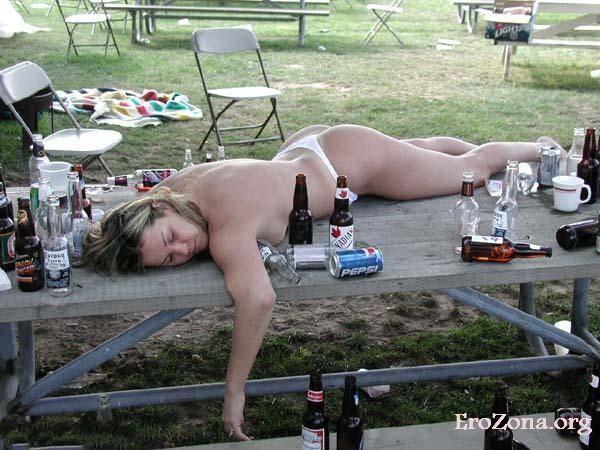 Пьяные обнажённые женщины и девушки на порно фото. +85