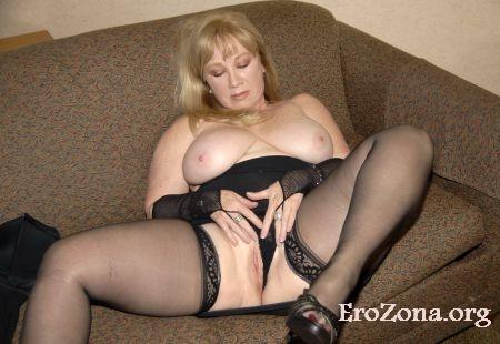 порно видео зрелая женщина мастурбирует