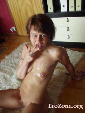 Зрелая женщина занимается жарким сексом с молодым любовником