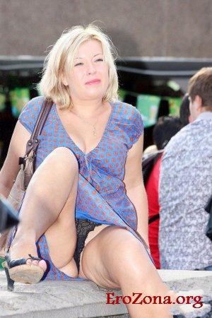 порно фото засветы нижнего белья под юбкой