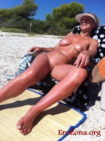 женщины за 40 на диком пляже