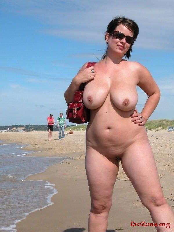Смотреть Порно   Зрелые Женщины На Пляже Нудистов