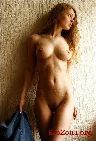 красота обнаженного тела красотки