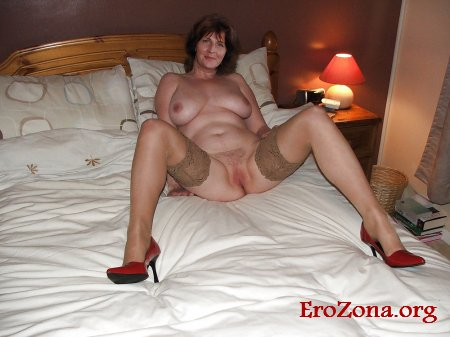 Порно фото взрослые женщины в домашней обстановке