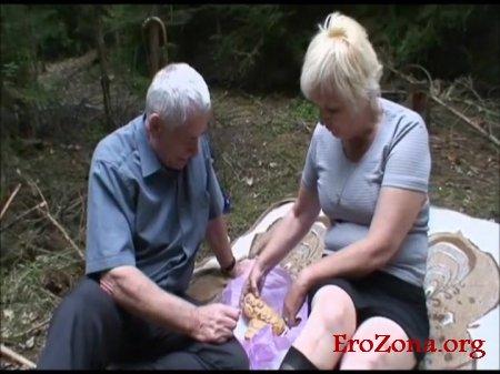 любительское порно фото зрелые женщины секс на природе