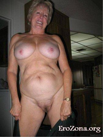 Зрелая 68-летняя женщина с обнаженным телом фото