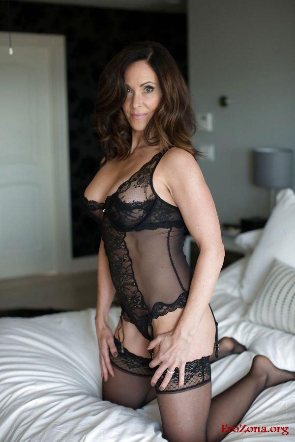 Beautiful Woman Wearing Black Lingerie Sexy Posing On Old Thothub 1