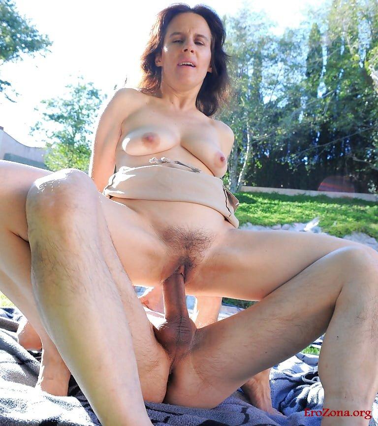 Секс на природе со зрелыми фото