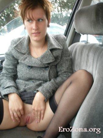 В машине, в магазине и на улице жена всегда готова показать вагину прохожим