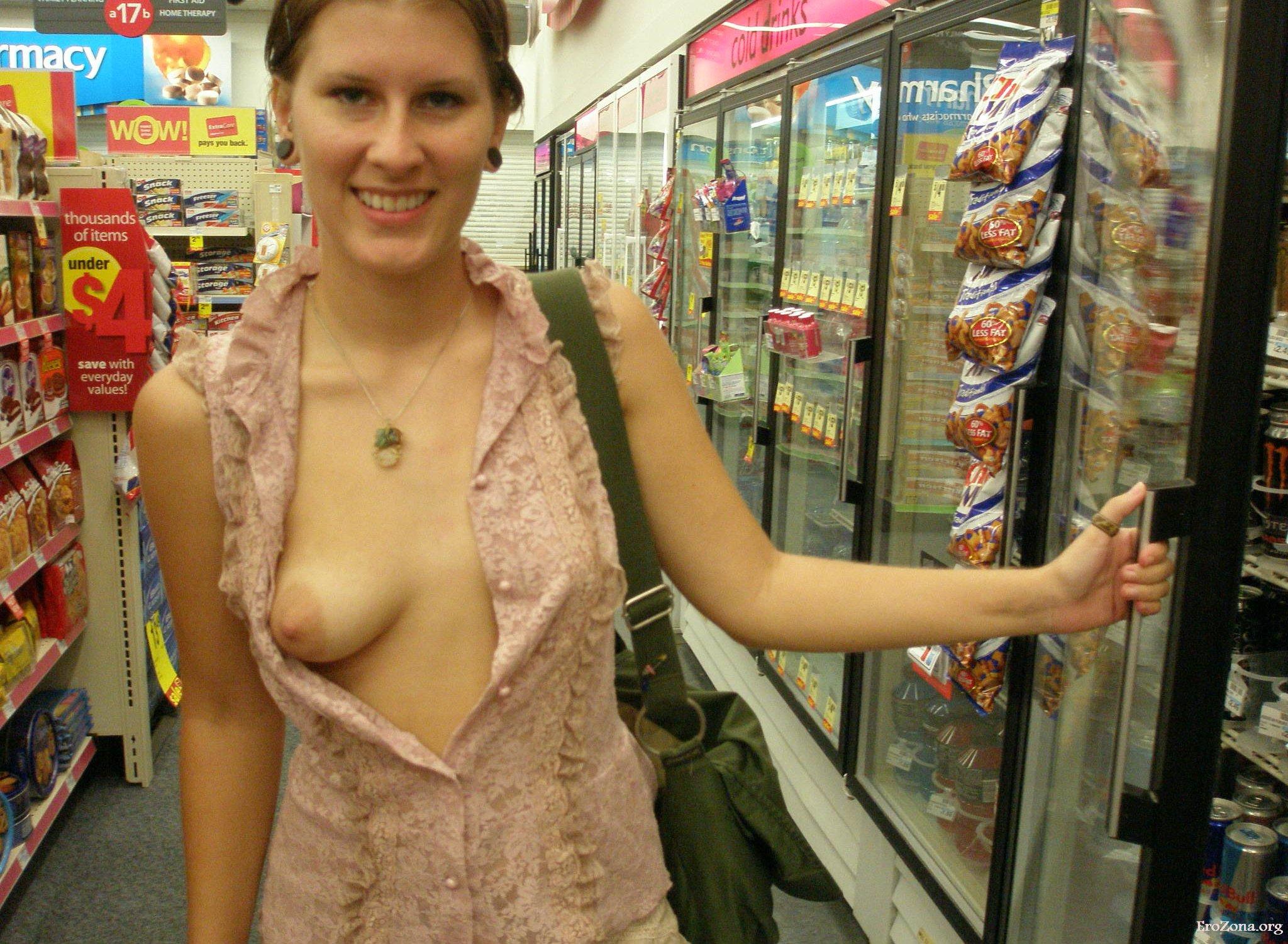 Жена любит гулять без нижнего белья