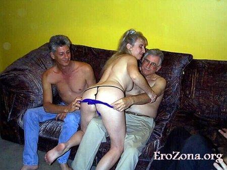 Мужья предлагают своих жен для группового порно (часть 3)