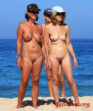 нудисты на пляже фото