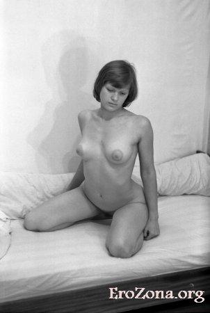 Анальный секс с красивой молодой девушкойна ретро порно фото
