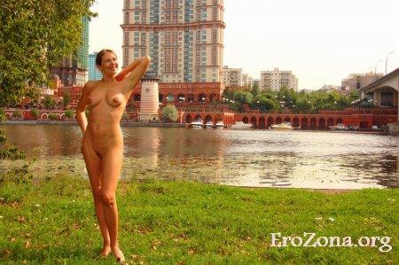 Жену часто можно увидеть голой в местах отдыха и на улицах Москвы