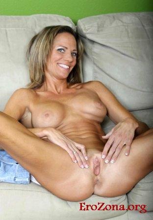 Развратные голые женщины раздвигают ноги