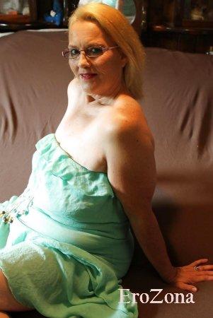 Домашнее порно фото зрелой мамочки с пирсингом на сосках