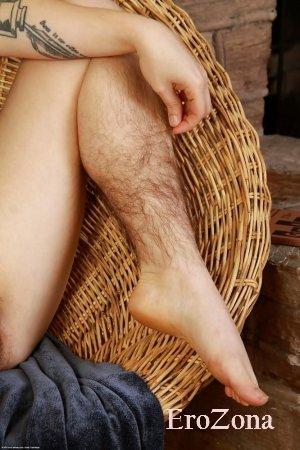 Заросшие лобки ноги у баб фото