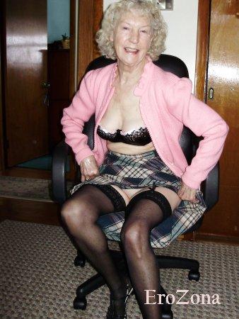 Любительские фото зрелой 75 летней развратной старушки в нижнем белье