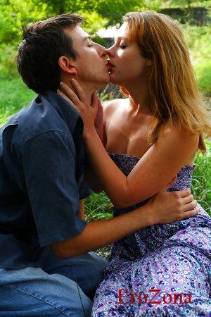 Секс молодой пары в лесу