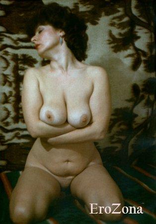 Зрелая дама из 90-х