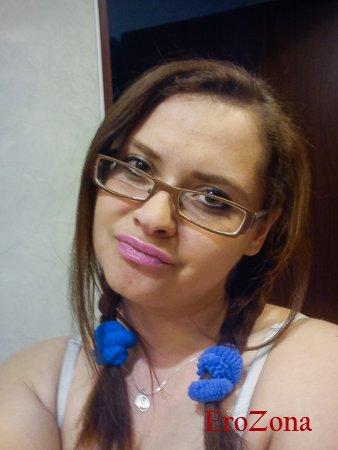 Сексуальная 30 летняя жена Иза мастурбирует свою киску онлайн для друга