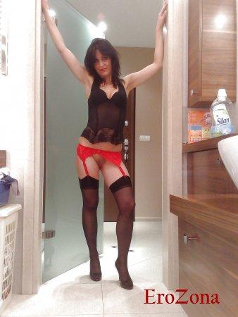 Польская жена дома мастурбирует