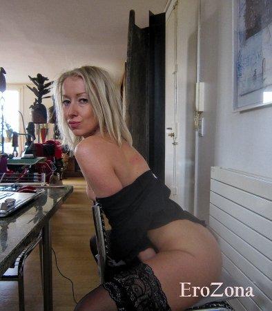 Марго немножко попозировала на камеру в нижнем белье и занялась горячим сексом с любовником перед камерой