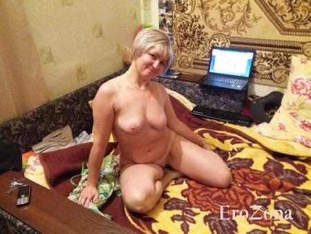 Сексуальная русская мамочка на частных фото