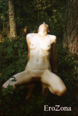 Ретро эротическая фотосессия на природе