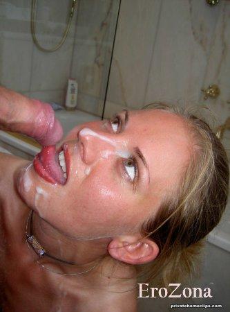 Развратная блондинка любит сосать хуй и ощущать сперму на лице