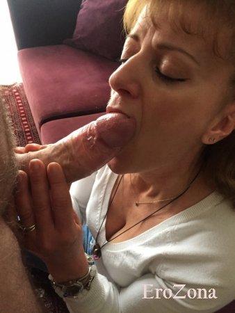 Дает жене в рот (присланное фото)