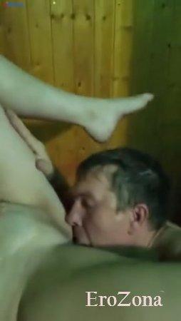 Лёша пиздолиз со своими подругами в сауне
