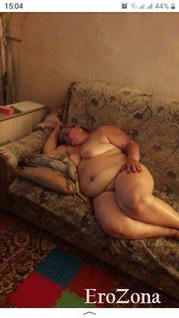 Толстушка жена голая в кровати