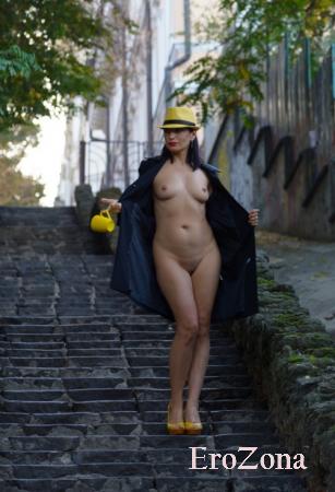Домашняя эротика красотки Натальи с Украины любительницы попозировать голышом на публике