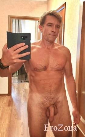 Решил сделать  селфи в зеркале