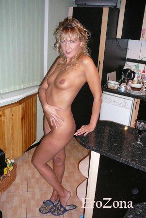 Домашние Порно фото с участием ухоженной и сексапильной зрелой красоткой