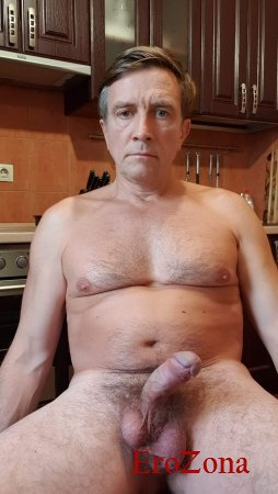 Стояк члена дома на кухне